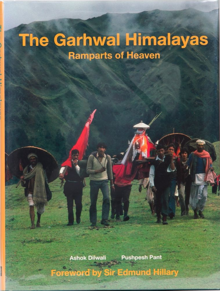The Garhwal Himalayas: Ramparts of Heaven. Ashok Dilwali, Pushpesh Pant.